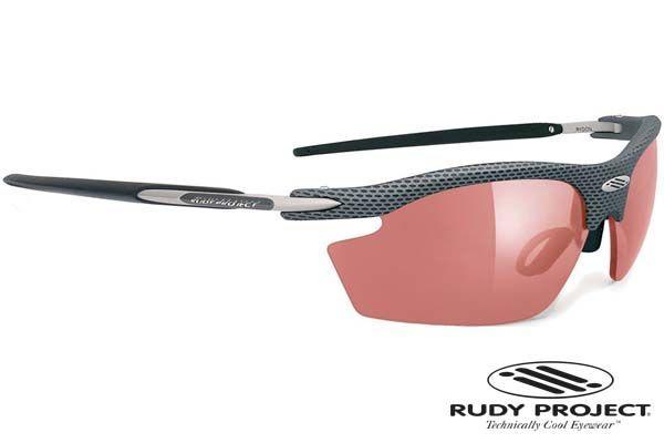 Rudy Project napszemüveg Rydon Carbon Photochromic Red. NXT® anyagból készültek. Pehelykönnyűek, törhetetlenek, repedés mentesek és tökéletesen éles látást biztosítanak. Ezeknek a lencséknek jó a kémiai ellenállósága, ráadásul bizonyos színek fényre sötétednek. Rudy Project speciális ImpactX™ anyaga magas hőstabilitású, hiszen 80°C-ig nem lép fel semmilyen optikai vagy szerkezeti károsodás. KATTINTS IDE!