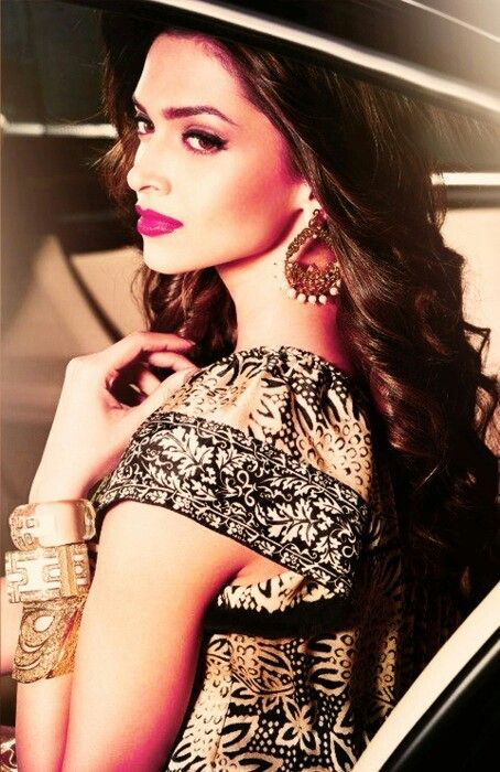 Deepika Padukone - gorgeous combination of jewellery / outfit and makeup
