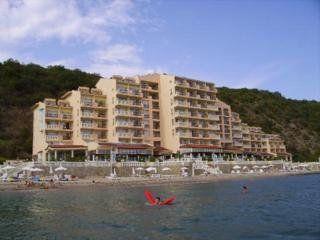 Royal Bay Hotel, Elenite
