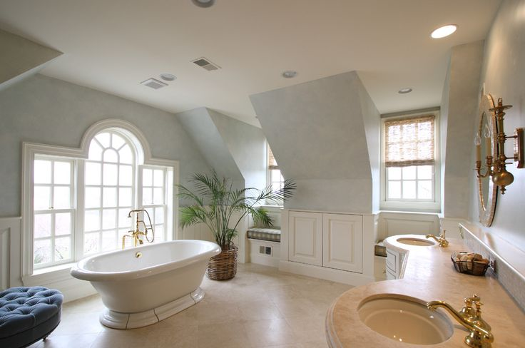 love the stand alone bathtub