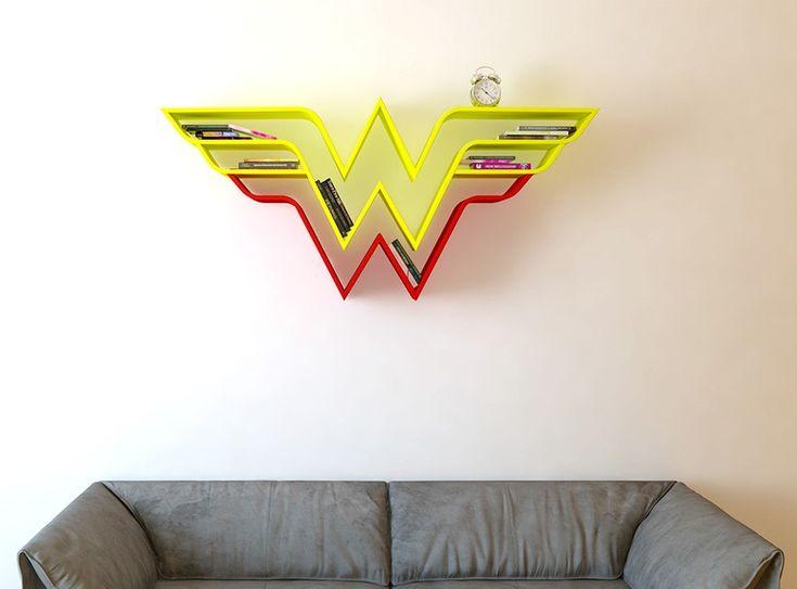Na Turquia, o designer industrial Burak Doğan criou prateleiras para livros com várias divisões que criam o desenho dos brasões de super-heróis famosos, como Capitão América, Superman e Mulher Maravilha.