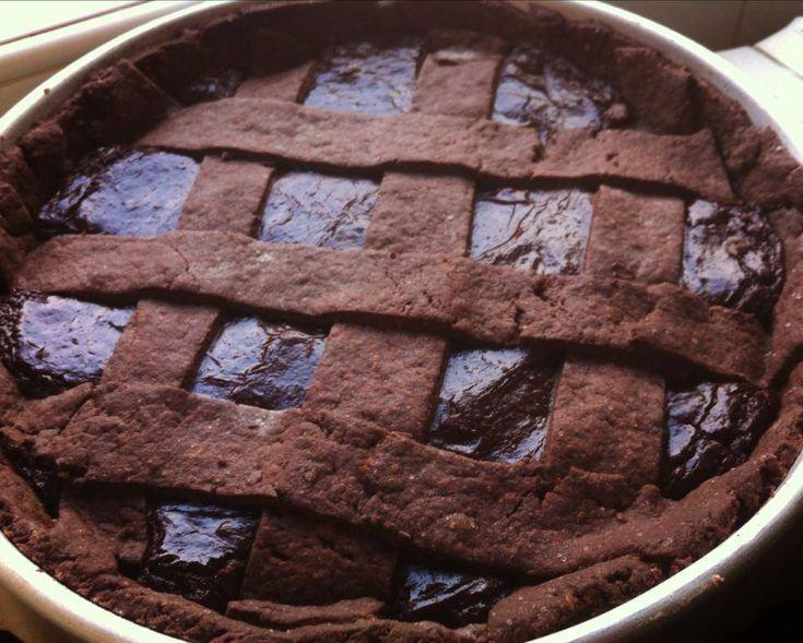 """#crostata al cioccolato di Ernst Knam, versione vegan    #FROLLA AL CACAO  Ingredienti: - 250 gr di farina 00 - 20 gr di cacao amaro - 80 gr di zucchero di canna - 1 cucchiaino raso di sale - 1 cucchiaino di lievito per dolci - 2 cucchiai di amido di mais  - 1/2 bicchiere di olio di semi di girasole - 1 bicchiere di latte di soia (se volete la frolla più cioccolatosa, usate quello al cioccolato)  Trucco: la frolla di Knam, essendo """"normale"""" risulta piuttosto elastica, mentre la nostra vegan…"""