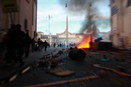 Berlusconi vicino alla sfiducia. Tre soli voti rimandano la caduta dell'impero. Intanto a Piazza del Popolo alcuni manifestanti inferociti distruggono vetrine e bruciano camionette. #ijf12 #webismobile http://bit.ly/xKDi7G