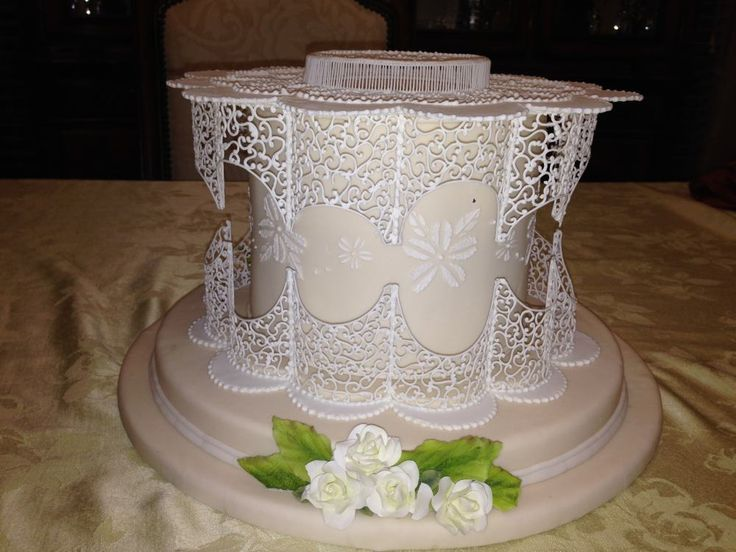 Filigree icing cake by dawn parrott sewing pinterest decorating ideas the o 39 jays and cake - Decoration gateau glacage royal ...