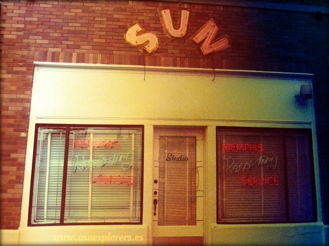 Buenos días viajeros! ¿Os gustaría visitar la casa donde nació Elvis o la destilería de Jack Daniel's? Este es vuestro viaje http://www.buscounviaje.com/ficha/rockabilly-roads-90475
