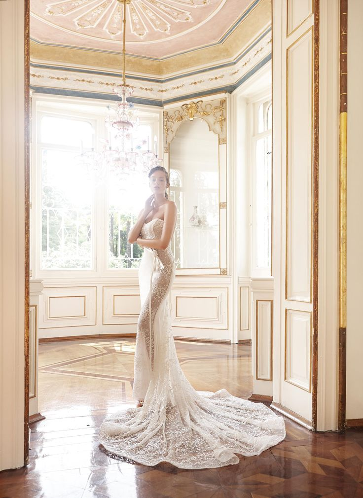 Trova l'abito che veste la tua personalità con la Collezione Sposa 2017 di Elisabetta Polignano.