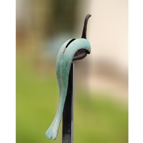 De droomvogel met zijn mooie ronde vormen neemt u mee naar naar een andere wereld. Durf te dromen!