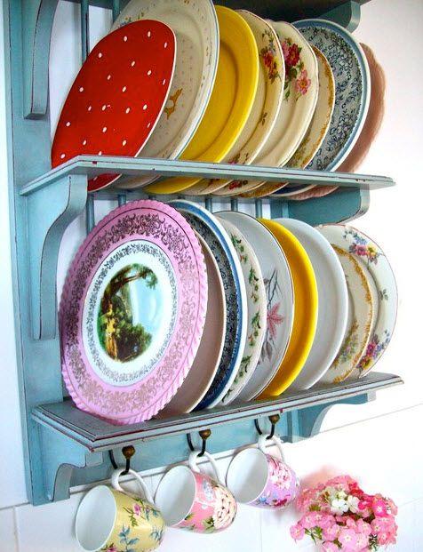 Vintage Plates: Decor, Vintage Plates, Ideas, Plate Racks, Shabby Chic, Eclectic Kitchen, Dishes, Plateracks, Beach Vintage