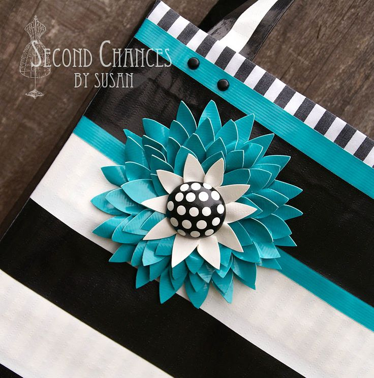 Second Chances by Susan: Duct Tape Purses   http://secondchancesbysusan.blogspot.com/2011/11/duct-tape-purses.html