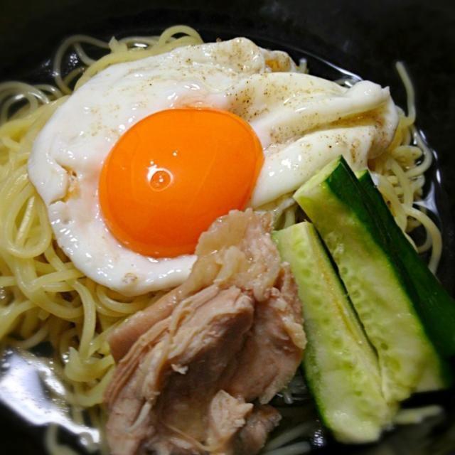 カルディの冷麺スープを使って、半分はそのまま冷麺に、半分はシリコンスチーマーで蒸し鳥を作るのに使いました❤ - 4件のもぐもぐ - 冷麺、もも肉ちゃーしゅーぞえ by mclove38