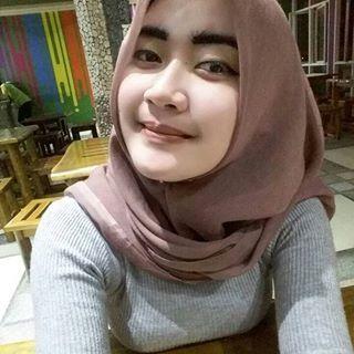 """""""Berhijab bukan sebuah alasan untuk tidak tampil sexy"""" Selamat malam semuanya. Follow @brisyacutes Keep healthy and sexy girl  #jilbab #jilboob #hijab #jilbabcantik #jilbabsexy #jilbabindonesia #cewekjilbab"""