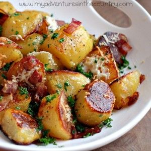oven roasted potatoes with olive oil, bacon, garlic, Parmasian cheese & fresh parsley...: Potatoes Recipes, Bacon Potatoes, Side Dishes, Olives Oil, Recipes Sid, Ovens Roasted Potatoes, Sidedish, Oven Roasted Potatoes, Yukon Gold Potatoes