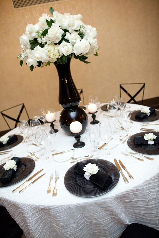 Best 349 black white wedding flowers images on pinterest for Black and white reception tables