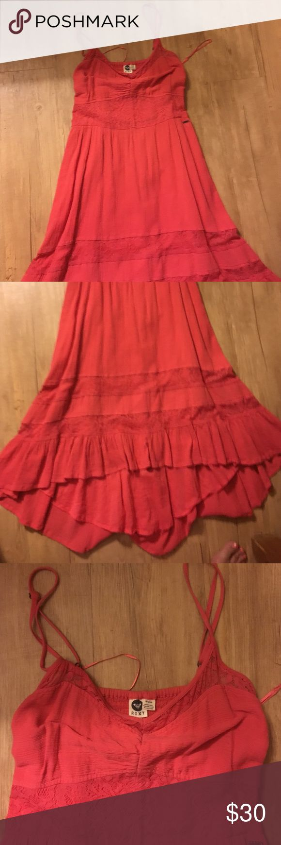 🎉Roxy coral dress🎉 Roxy coral colored dress size medium. Beautiful layered dress with lace. Looks super cute on! Excellent condition. Roxy Dresses High Low