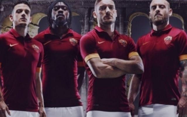 Presentata la nuova maglia Nike della AS Roma Calcio per la stagione 2014-2015. Tutte le foto #roma #magliette #totti #seriea