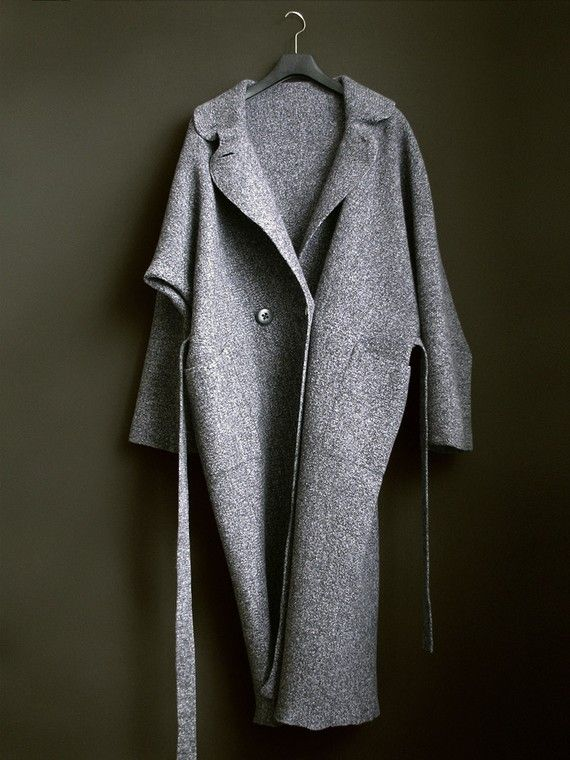Long demi-season grey coat.