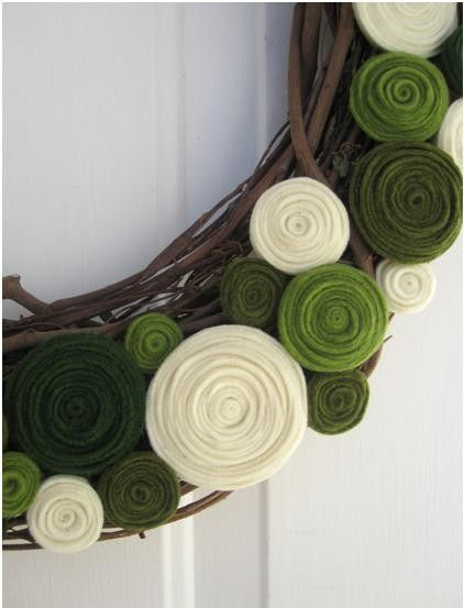 felt 'flowers' on natural wreath...SO EASY!Christmas Wreaths, Holiday Wreaths, Crafts Ideas, Front Doors, Felt Wreaths, Wreaths Ideas, Grapevine Wreaths, Felt Flowers, Felt Flower Wreaths