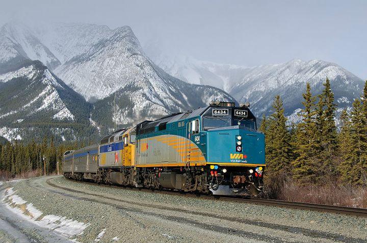 kanada rocky dağları yolcu treni