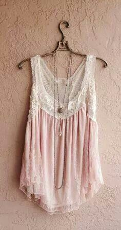 The colors and lace are so romantic! Love this top!