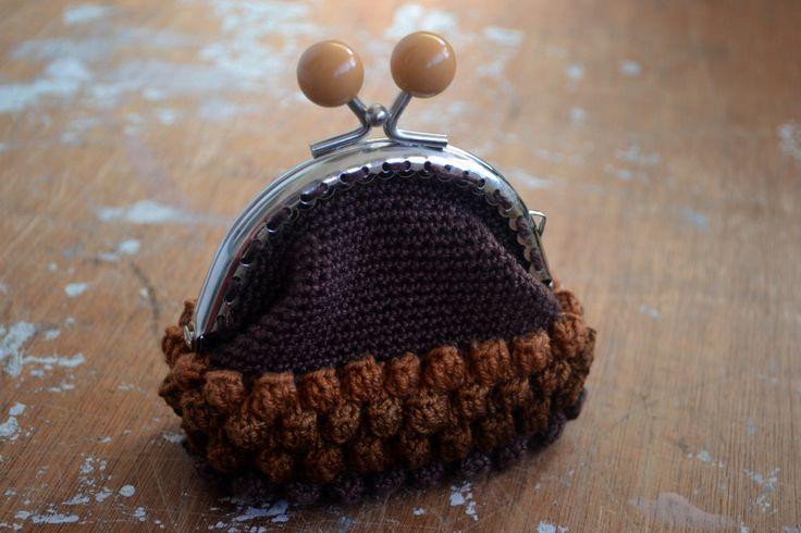 handmade crochet purse  www.facebook.com/froufroustore