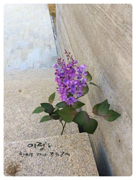 조화공예(아트플라워)  라일락 Syringa vulgaris of Art Flowers Crafted http://blog.naver.com/koreapaperart  #조화공예 #종이꽃 #페이퍼플라워 #한지꽃 #아트플라워 #조화 #조화인테리어 #인테리어조화 #인테리어소품 #주문제작 #수강문의 #광고소품 #촬영소품 #디스플레이 #artflower #koreanpaperart #hanjiflower #paperflowers #craft #paperart #handmade #라일락 #syringa