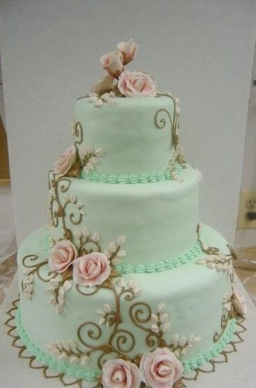 Torta nuziale verde acqua con rose