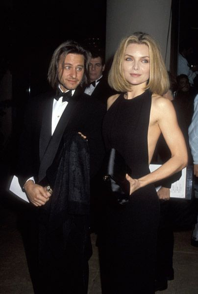 Michelle Pfeiffer & Fisher Stevens were together from 1989-1992