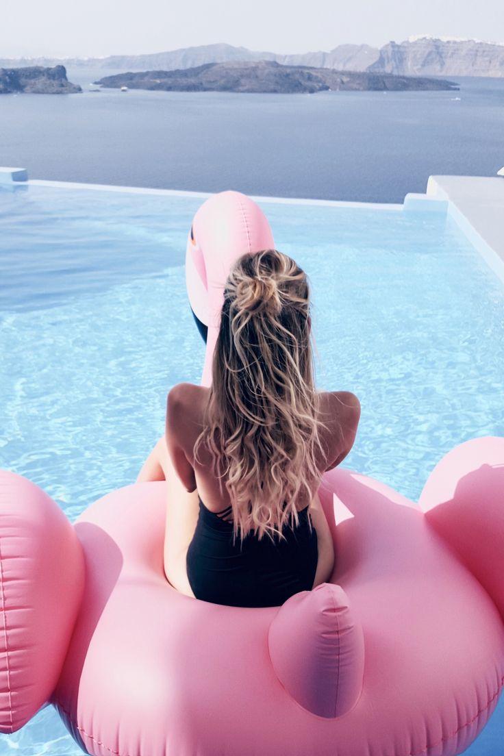 Los flotadores gigantes son el complemento perfecto para verano y las bloggers así nos lo muestran...