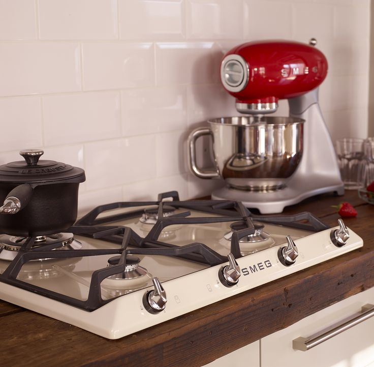 Great Retro 50 Style and Victoria Kitchen, Cream Gas Hob and Red Stand Mixer