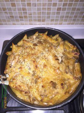 Pasta al forno Bimby con sugo di melanzane e besciamella, un primo piatto da gratinare al forno ricco e gustoso! Ingredienti: 2 melanzane grosse, 400 gr...