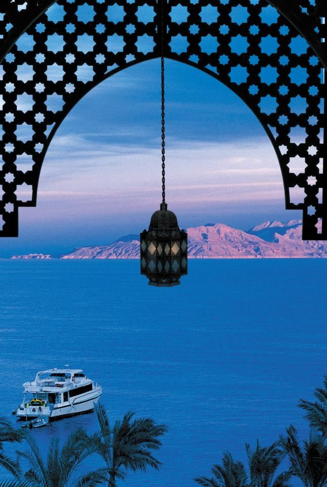 The sun sets on a gleaming Red Sea and sky at Four Seasons Hotel Sharm El Sheikh. @fssharmelsheikh