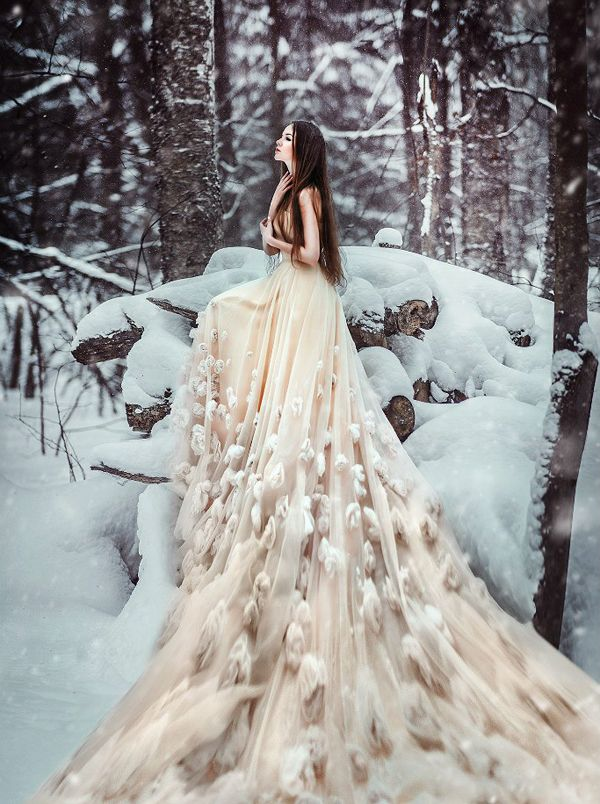 Ice Queen Style! 25 Stunning Wedding Dresses For Winter Wonderland!