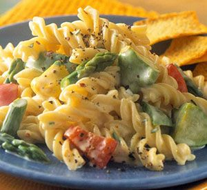 "Slimmed-Down Pasta Primavera. Although this meatless main dish is low-calorie and low-fat, no one will label it ""diet food."" Reduced-fat cream cheese gives a richness to the creamy sauce.: Meatless Pasta Recipes, Food Recipes, Creamy Pasta, Diet Food, Maine Dishes, Healthy Recipes, Healthy Food, Pasta Primavera Recipes, Healthier Pasta"