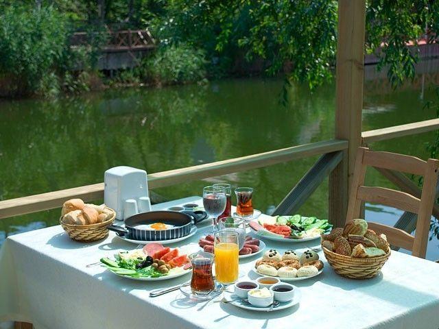 Başbaşa Romantik Bir Kahvaltı
