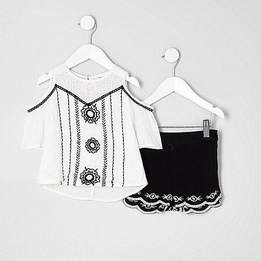 Two piece set Cold shoulder Embroidery detail Round neck Short sleeve Embroidered shorts Scalloped hem