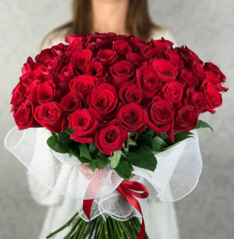 Buy beautiful red #Roses flower bouquet online. #Flower Delivery #Camarillo deliver the most #Beautiful #Red rose gift #Bouquets with the same day delivery. Gift red rose is a perfect way to expressing your love, gratitude, sincerity in front of your someone special. Book an order and gift on his/her anniversary, his/her birthday, and for any other occasion. The #Price is only $59.