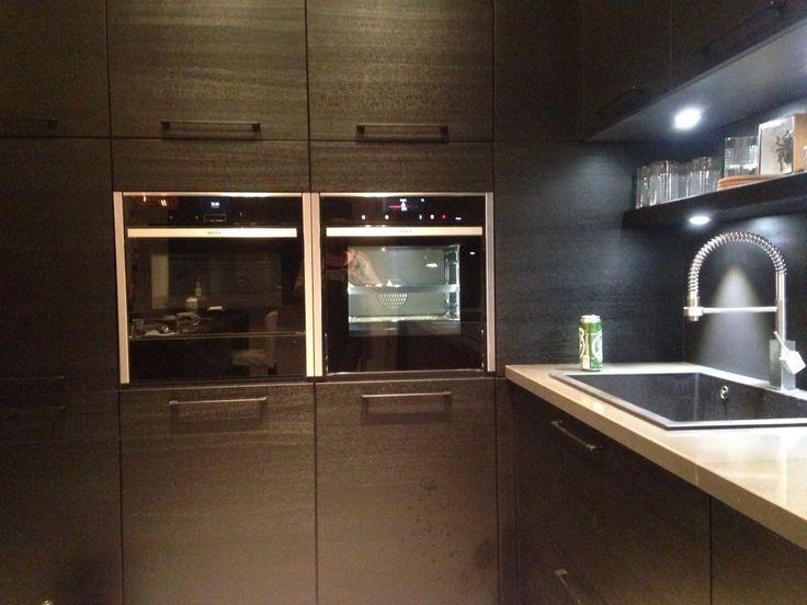 Black kitchen - schmidt kitchen - dark interiors - kitchendesign - Neff - vintage interior
