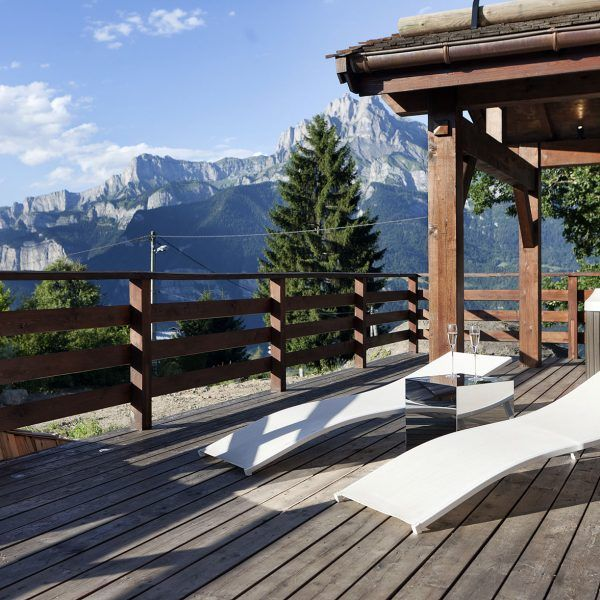 Chalet One Oak – Combloux, Megeve This #chalet is very private and secluded. Perfect for #families wanting to spend quality time together and enjoy the delights the chalet has to offer. Contact us for tailor made ski #holidays! http://bit.ly/2oJPcq7