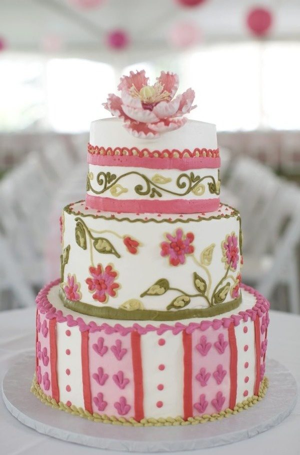 Such pretty details on this wedding cake!    Photo:  Lara Kimmerer  Cake:  Let Them Eat Cake