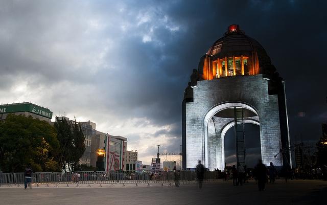Del Día a la Noche: Monumento a la Revolución / Day and Night by Eneas