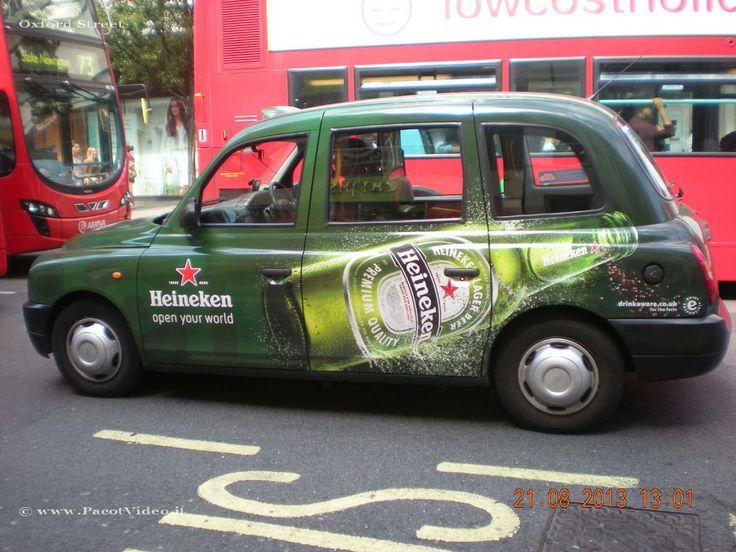 Tra i simboli di Londra nel mondo oltre che il #BigBen, il #TowerBridge, lo shopping ad #OxfordStreet, #Harrods, gli autobus rossi a due piani ci sono i London's #BlackCabs. #UK #Inghilterra #GreatBritain #GranBretagna #Hertfordshire #Londra #London Oggi a Londra ne circolano circa 7.000, si possono intercettare per strada alzando il ditino appena se ne intravede qualcuno in lontananza facendo ben attenzione all'insegna luminosa posta nella parte anteriore del veicolo.