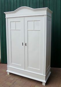 prachtige garderobe in witte antieke art nouveau meubels kast