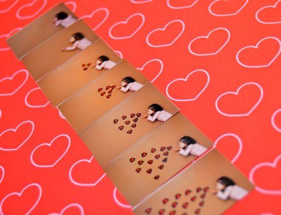 Cute idea! Its a flip book!: Valentines Ideas, A Kiss, Crafts Ideas, Photo Flip, Gifts Ideas, Flip Books, Diy Flipbook, Kiss Flipbook, Kissingflipbook3 Jpg 550 421