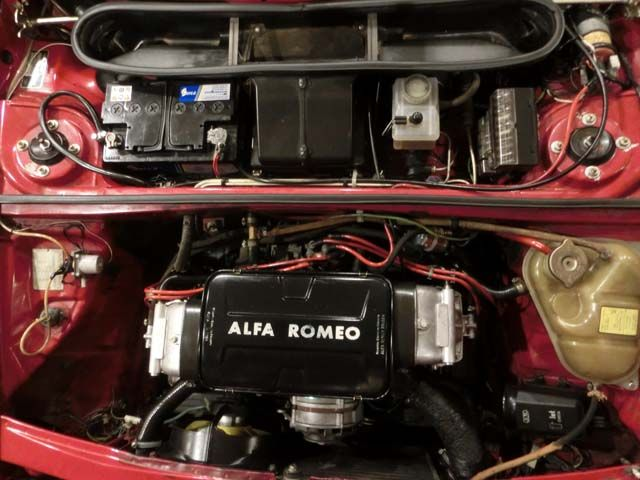 ALFA ROMEO ALFASUD SPRINT 1.5 QUADRIFOGLIO VERDE CARACTERÍSTICAS: 1.490 CC., 105 CV, 4 CILINDROS, MOTOR BOXER, 5 VELOCIDADES, RADIO-CASSETTE DE LA ÉPOCA, LLANTAS ALFA ROMEO, FAROS ANTINIEBLA, 5 PLAZAS, FRENOS DE DISCO CON SERVOFRENO, MUY ORIGINAL, 56.000 KMS. ORIGINALES, HISTORIAL DE MANTENIMIENTO EN ALFA ROMEO, MUY BUEN ESTADO, CORRECTO FUNCIONAMIENTO, DOCUMENTACIÓN e ITV AL DÍA.  AÑO: 1984 PRECIO: 5.800.- €  http://antequeraclassic.com/catalogo/alfa-romeo-alfasud-sprint-qv