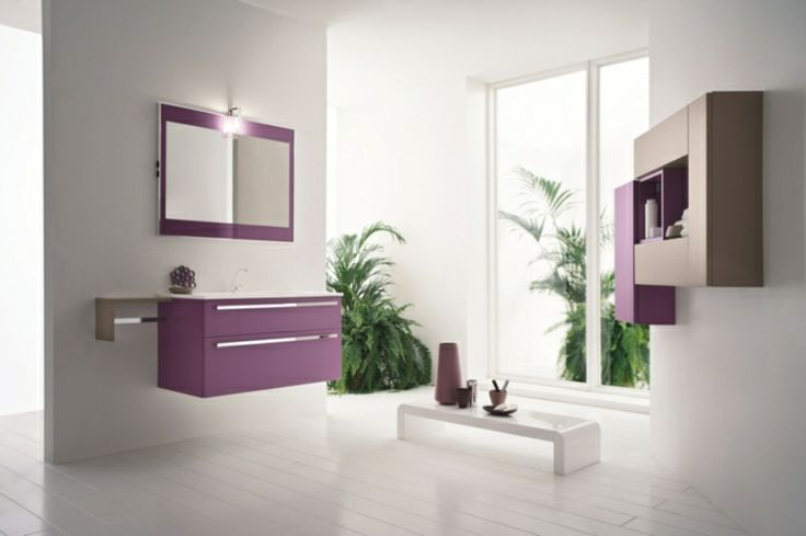 badezimmer gestalten lila schränke pflanzen badspiegel weiße wände - pflanzen für badezimmer