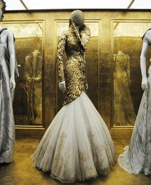 Alexander McQueen duck feather gownExhibitions, Fashion, Style, Alexandermcqueen, Couture, Feathers Dresses, Alexander Mcqueen Feathers, Savage Beautiful, Design