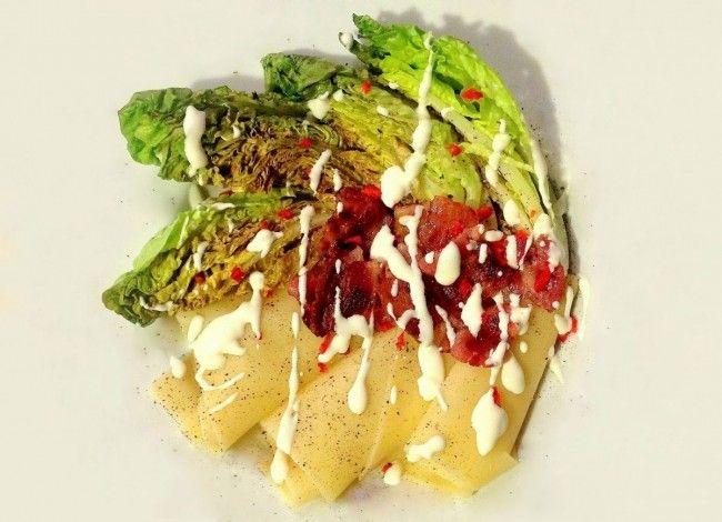 Deconstructed warm salad with roman lettuce / Zdekonstruowana sałatka z sałatą rzymską
