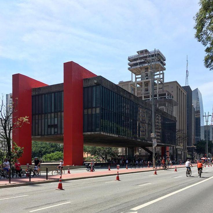 São Paulo Art Museum (#MASP) by #LinaBoBardi, a masterpiece of modern Brazilian #architecture 👏🏻👏🏻👏🏻🙌🏻🇧🇷 #ArchDaily #instagood #iphonesia #saopaulo #brazil (at MASP - Museu de Arte de São Paulo Assis Chateaubriand)