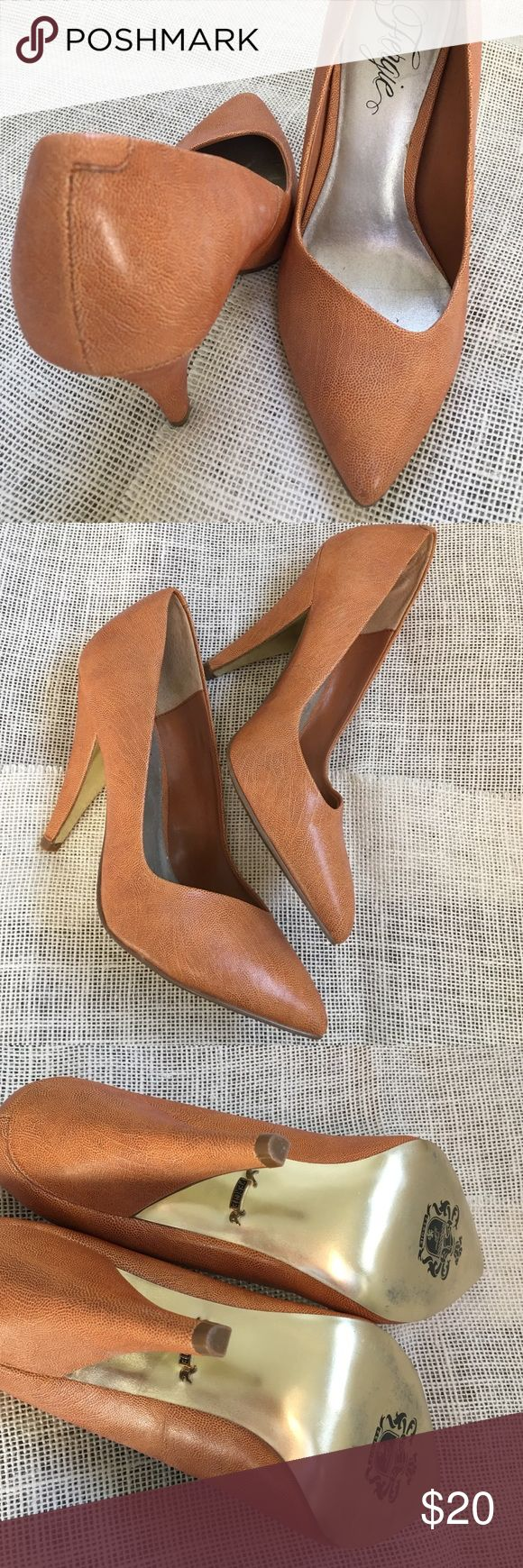Fergie shoes 👠 Gently loved pumps wore only twice, cute with jeans. Color is like a burnt orange Fergie Shoes