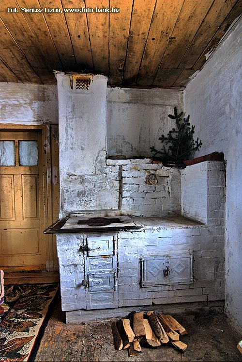 wnętrze chaty góralskiej | zoom | digart.pl Interior of cottage inhabited by Gorale (Carpathian mountain region of Poland)